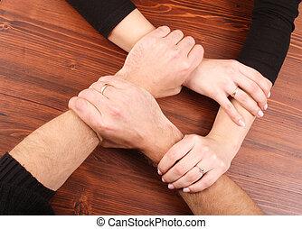 Männer, Frauenhände