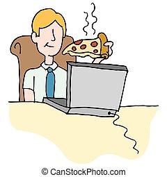 Man isst Pizzascheibe während der Arbeit.