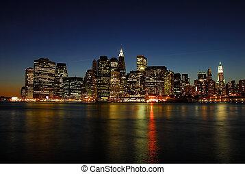 Manhattan Skyline in der Nacht