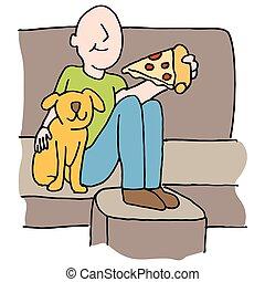 Mann isst Pizzascheibe mit Hund auf dem Sofa.