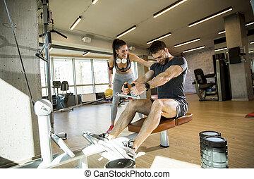 mann, turnhalle, reihe, gebrauchend, trainer, gesetzt, junger, weibliche , maschine, unterstuetzung