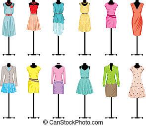 Mannequins mit Frauenkleidung