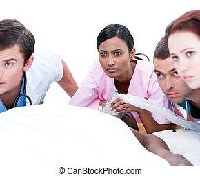 mannschaft, medizin, multi-ethnisch, patient, resuscitating, selbstbewusst