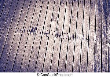 Mauer und Boden, auf der Suche nach Holz
