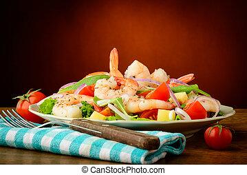 Meeresfrüchtesalat mit Garnelen.
