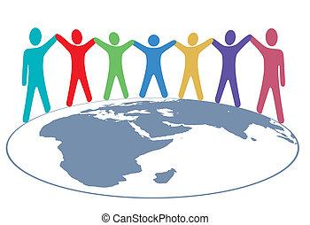 Menschenfarben halten Hände und Waffen auf der Weltkarte