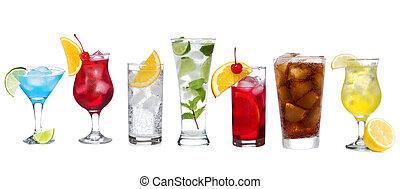 Mit verschiedenen Cocktails