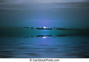 Mond über dem Ozean