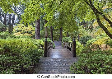 Mondbrücke im japanischen Garten.