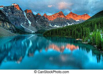 Moraine See Sonnenaufgang bunte Landschaft