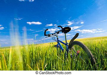 Motorrad auf dem Feld