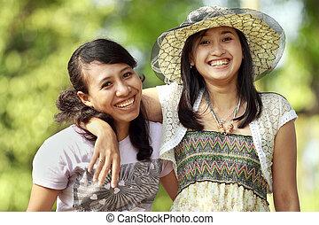 multi, draußen, lächeln, freund, ethnisch