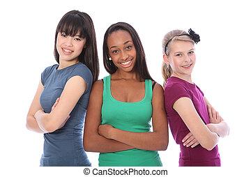 Multikulturelle Gruppe jugendliche Schulfreundinnen