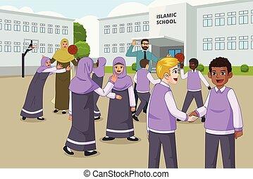 Muslimische Kinder, die während der Pause in der Schule spielen.