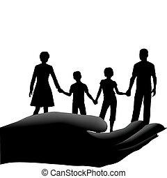 Mutter-Vater-Kinderfamilie sicher in der Hand