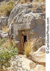 Mysteriöser Höhleneingang