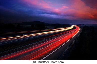 Nachts Autos mit Bewegungsmix.