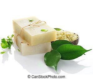 Natürliche handgemachte Seife über weiß