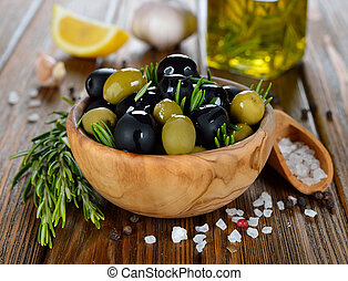 Oliven mit Rosmarin