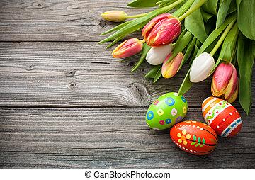 Ostereier mit Tulpen.