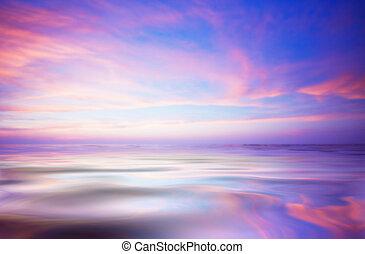 Ozean und Sonnenuntergang abbrechen