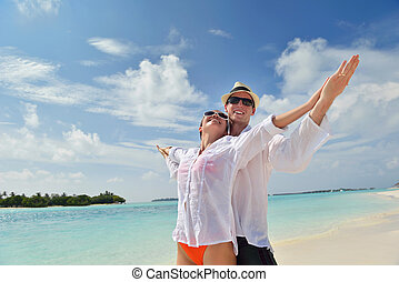 paar, junger, haben spaß, sandstrand, glücklich