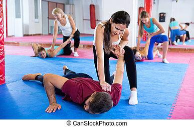 paar, weibliche , notwehr, training, gym., sportliche , bewegt, trainer
