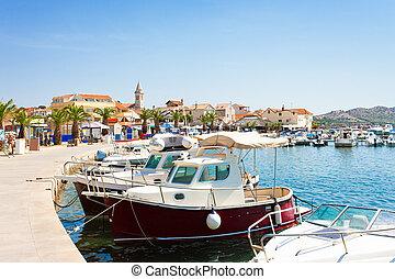 Pakostane, Croatia - Hafen und Altstadt von Pakostane.