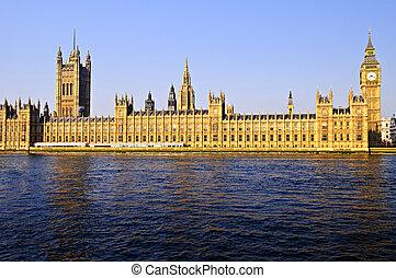 Palast von Westminster mit großer Bene