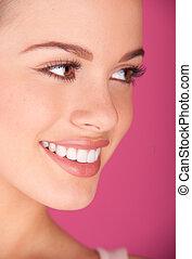 Perfekte Zähne lächelnd