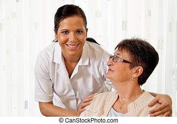 Pfleger in Altenpflege für ältere Menschen.