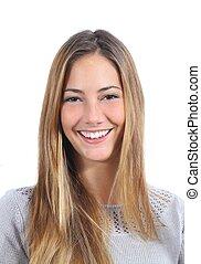 Porträt einer jungen Frau mit einem perfekten Lächeln