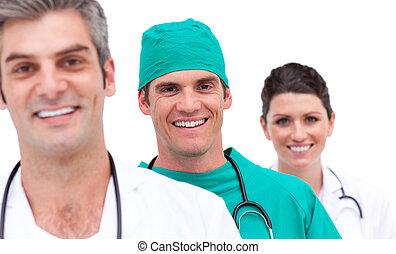 Porträt eines fröhlichen medizinischen Teams
