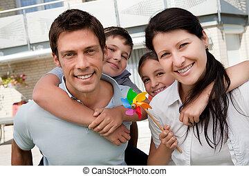 porträt, genießen, glückliche familie, draußen