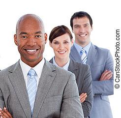 Portrait des positiven Geschäftsteams