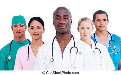 Portrait des selbstbewussten medizinischen Teams