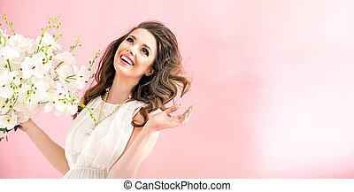 Portrait einer charmanten jungen Frau.