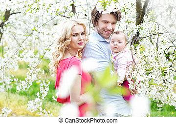 Portrait einer fröhlichen Familie.