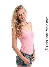 Portrait einer hübschen Teenager-Schülerin, die lächelt