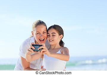 Portrait einer Mutter mit ihrer Tochter.
