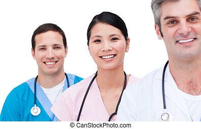 Portrait eines positiven medizinischen Teams