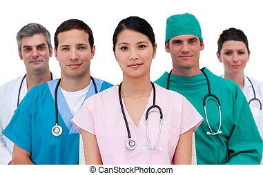 Portrait eines selbstbewussten medizinischen Teams