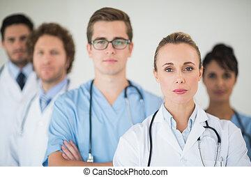 Portrait eines sicheren medizinischen Teams.