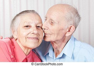 Positive ältere Paare glücklich