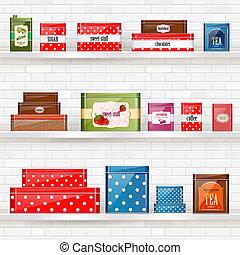 Regale mit Blechdosen für trockene Produkte an der weißen Mauer für Ihr Design.