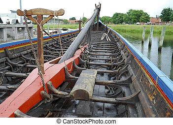 Replik eines viking Schiffs.