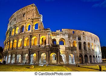 Rom - Kolosseum in der Dämmerung