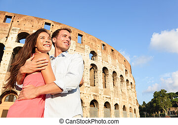 Romantisches Reisepaar in Rom mit Coliseum