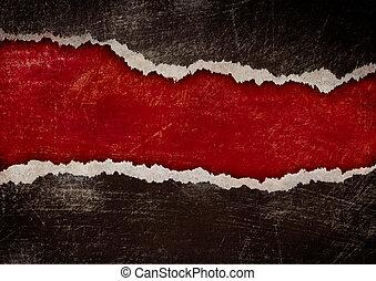 Rotes Loch mit zerrissenen Kanten in schwarzem Grungepapier