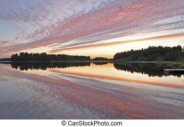 Ruhiges Spiegelbild des Sees